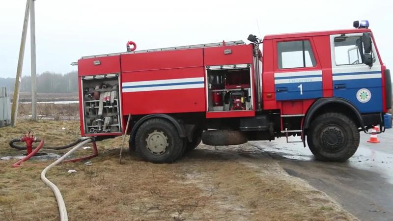 На Калинковичской большой пожар, хозяин дома буянил и оказывал сопротивление