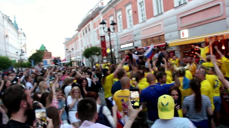 Шведские футбольные фанаты в Нижнем Новгороде. 17.06.2018.