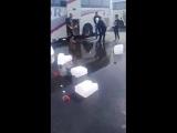 Саудовские псы требуют у людей денег за воду Зам Зам, те кто отказываются платить воду выливают прямо на асфальт.