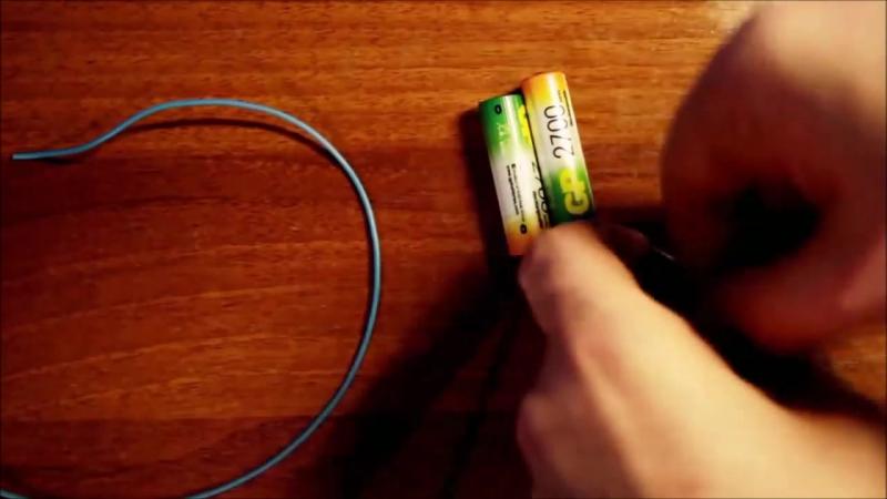 Зарядка телефона батарейками