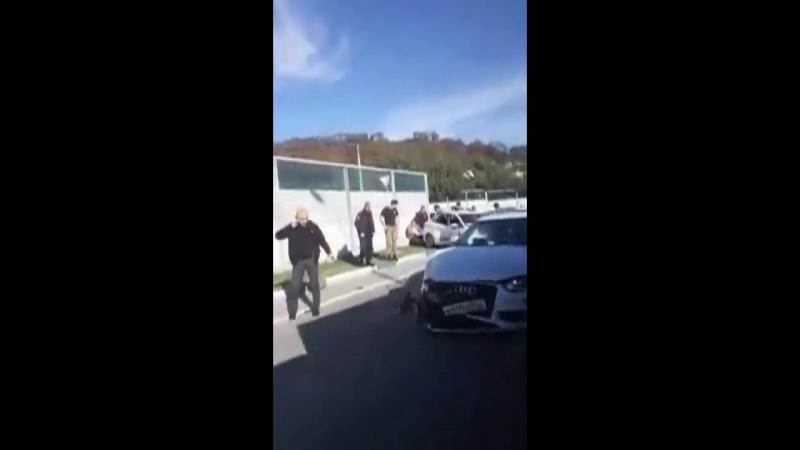 Автомобиль «Хендай» в Сочи врезался в «Ауди» на встречной полосе .