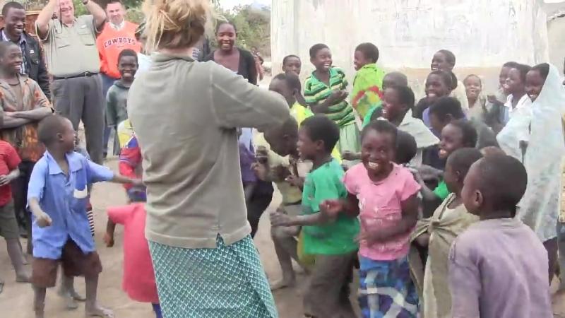 Африканские дети первый раз слышат скрипку (VHS Video)