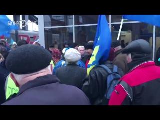 Казанцы поборолись за бесплатные носки и диски с песнями Жириновского на вокзале
