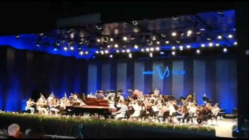 Люка Дебарг Lucas Debargue Mikhail Pletnev, pianos Stanislav Kochanovsky, conductor