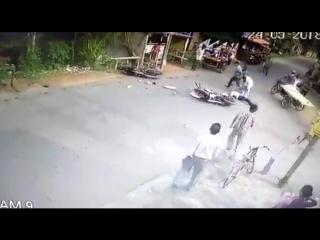 Лобовое столкновение мотоциклистов