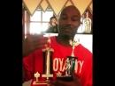 Леннокс Льюис показывает свои медали и кубки завоеванные в течении всей своей боксерской карьеры