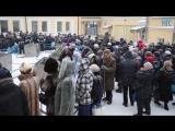 Православные новосибирцы выстроились в очередь за святой водой на Крещение