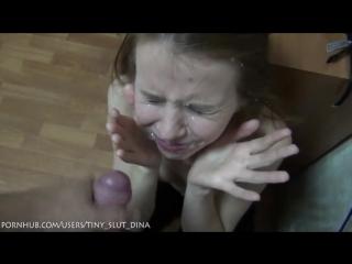 Русская  девочка дина в первый раз принимает на лицо