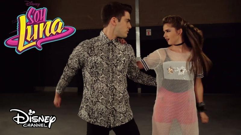 Benicio y Emilia Patinan Cómo Me Ves (Reversión Slider) | Momento Musical | Soy Luna 3
