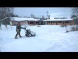 Сегодня навалило снежку и дорожки уже чистят