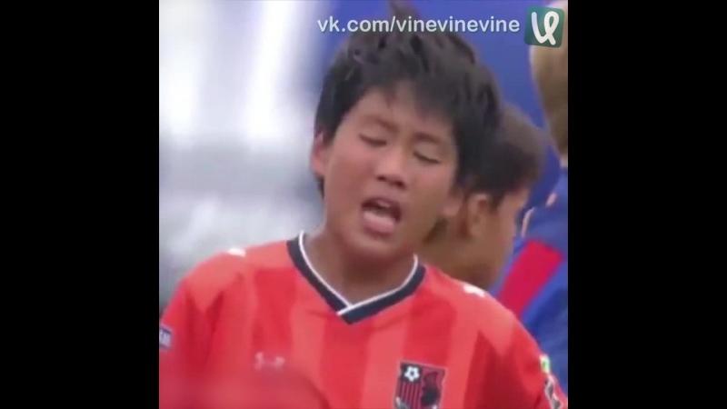 Юные футболисты японского клуба проиграли ровесникам из Барселоны