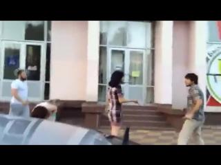 Кавказец наказывает шкур.