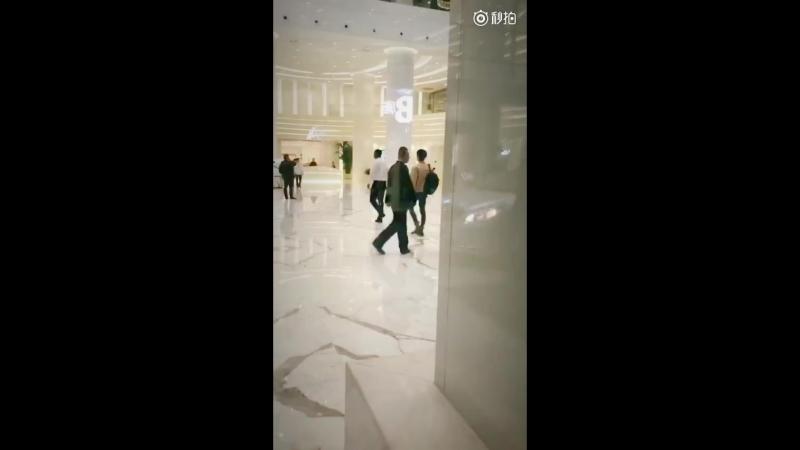 180419 Яньчень и Синцзэ по пути на мероприятие BOSE || 京东超级品牌日