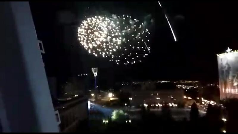 Вид на салют в честь 100-летия ЮВО с высоты птичьего полёта