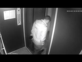 Реакция жителей на загаженный двумя пьяными гражданками- грузовой лифт. https://vk.com/activ_gorskiy?w=wall-90092738_34486