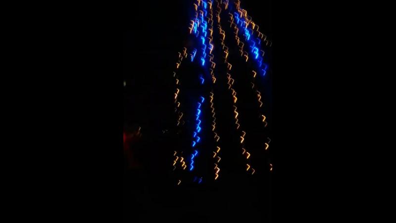 достопримечательности Лисичанска ёлка на квартале 40 лет победы три бабки