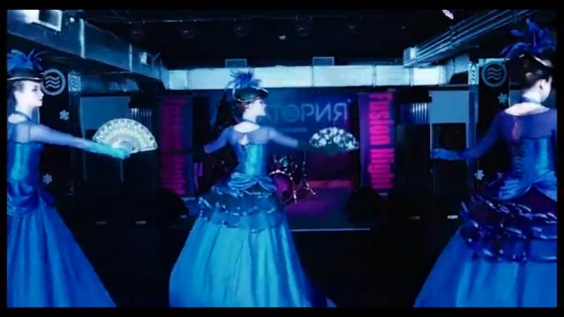 Фрейлины в синем