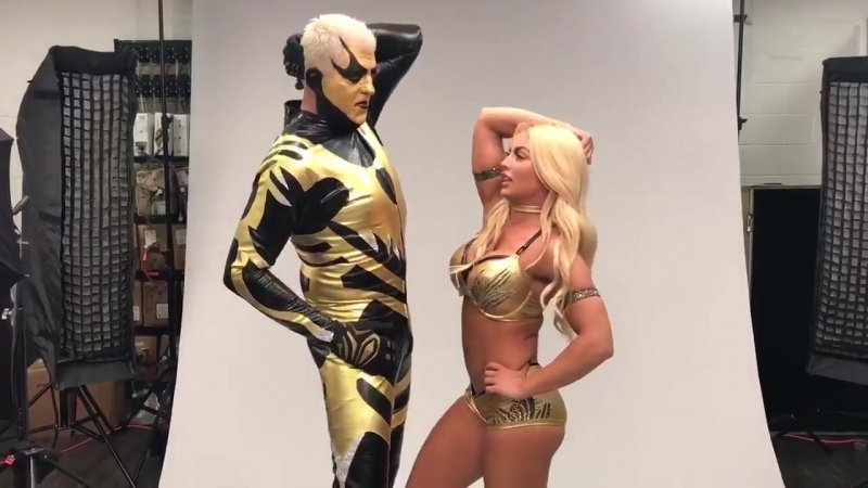 When Mandy Rose shows goldust how to StrikeAPose 😆🤦♀️🤷♀️
