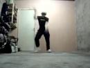 Парень клево танцует Тектоник