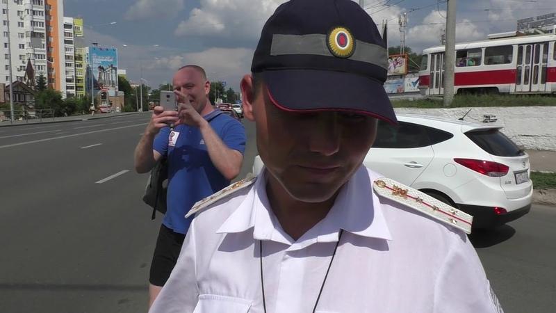Российские гаишники устали работать и уснули в патрульной машине