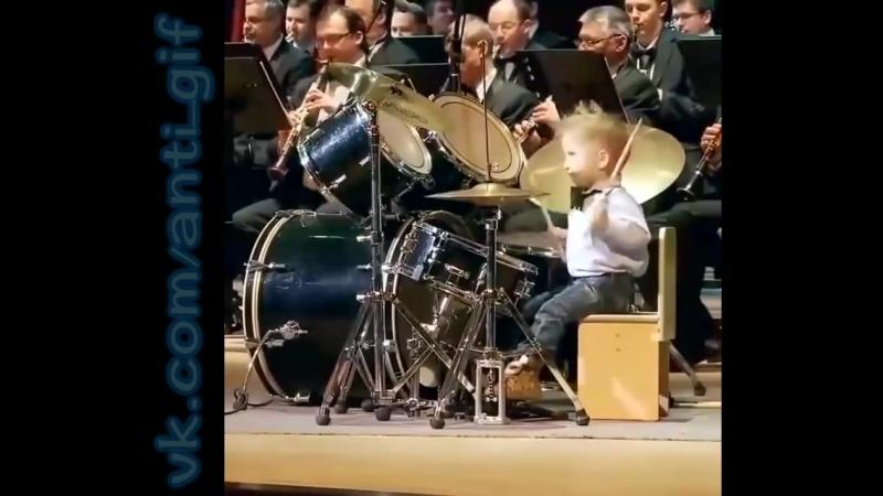крошечный барабанщик