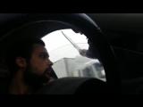Быдло-полицейский пономаренко кидает документы водителю в лицо.mp4
