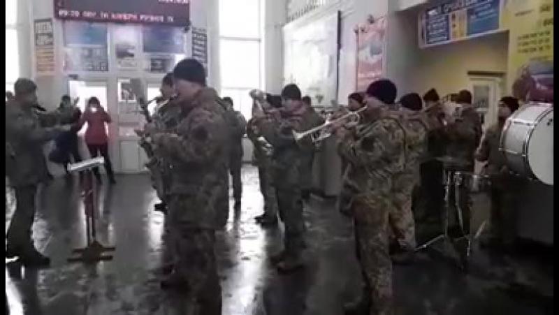 Грає Полтавський військовий духовий оркестр станція Полтава-Київська