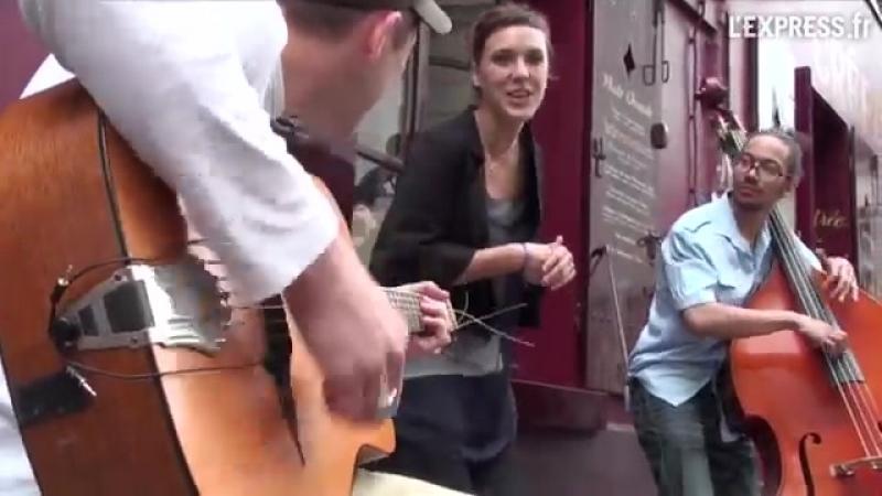 Zaz à Montmartre - Les passants.mp4