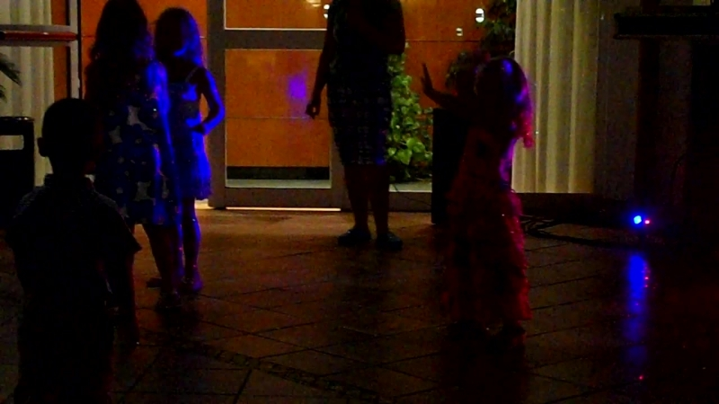 софи любит танцевать