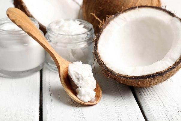 Почему кокосовое масло следует добавить в свой уход за лицом