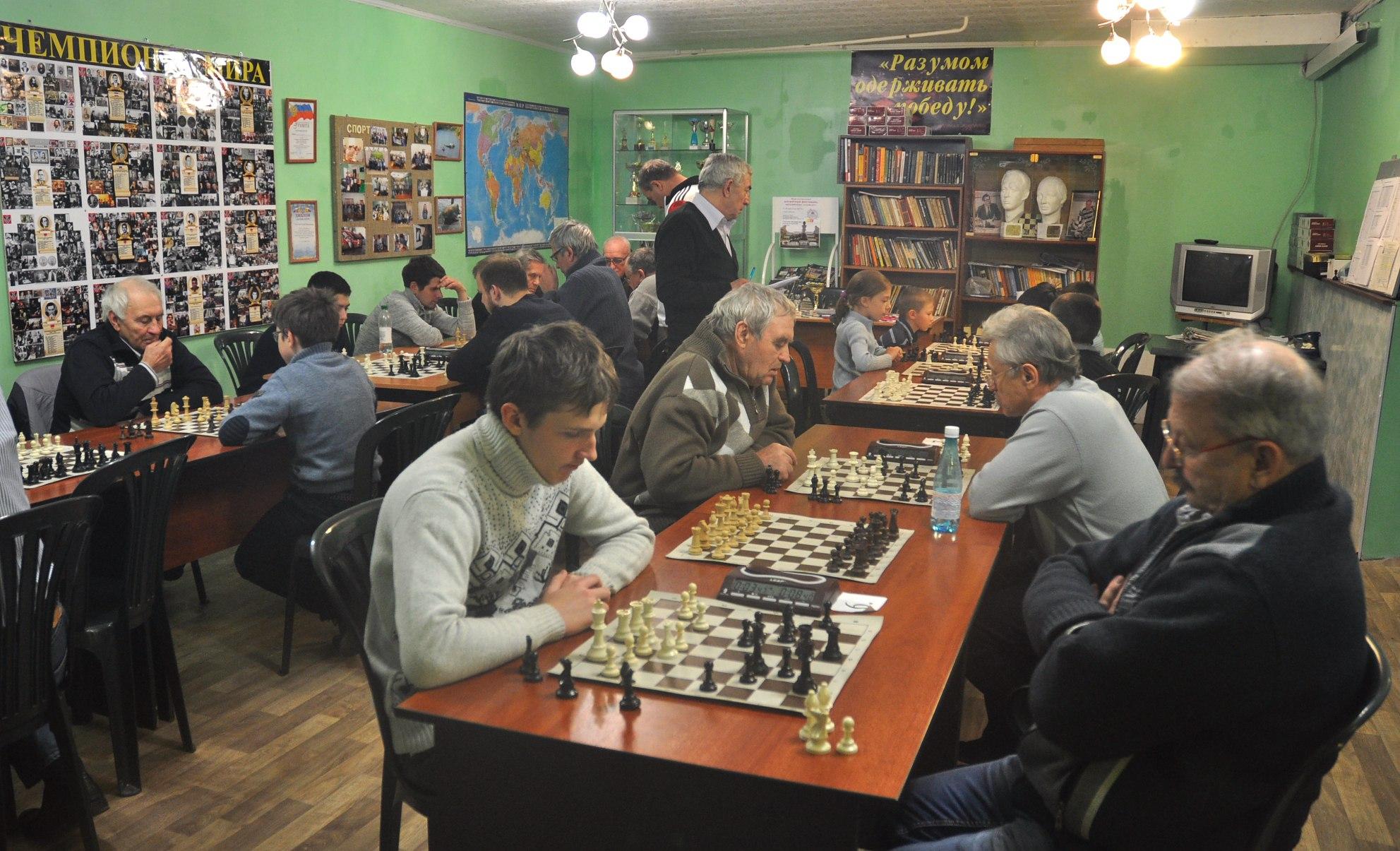 В шахматном центр «64» им. академика М.В. Бирюкова состоялся городской открытый турнир по быстрым шахматам, посвященный Дню народного единства.