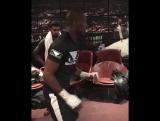 Майкл Пэйдж разминается перед дебютом в боксе