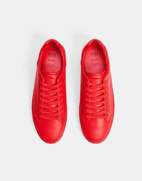 Кеды с перфорацией красного цвета