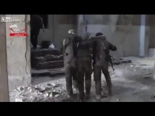 Сирия. Работает снайпер по боевикам.