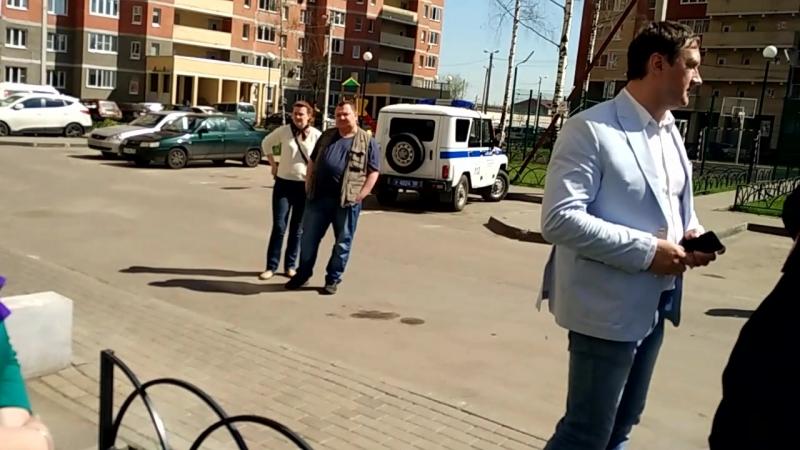 03 05 2018 Рейдерский захват дома управляющей компанией Элеком г Электросталь часть 7