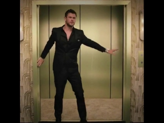 Chris Hemsworth putting those