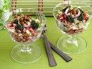 Салат с сухариками и копчёной колбасой
