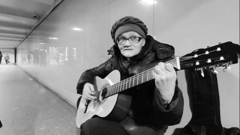 Санкт-Петербург 14.12.2017. Поёт Галина Ивановна (проф.гитарист