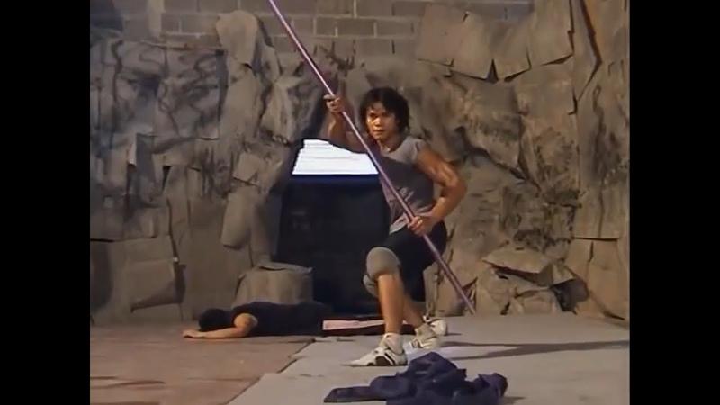Tony Jaa - Ong-Bak The Thai Warrior (2003) [Fight Scene]