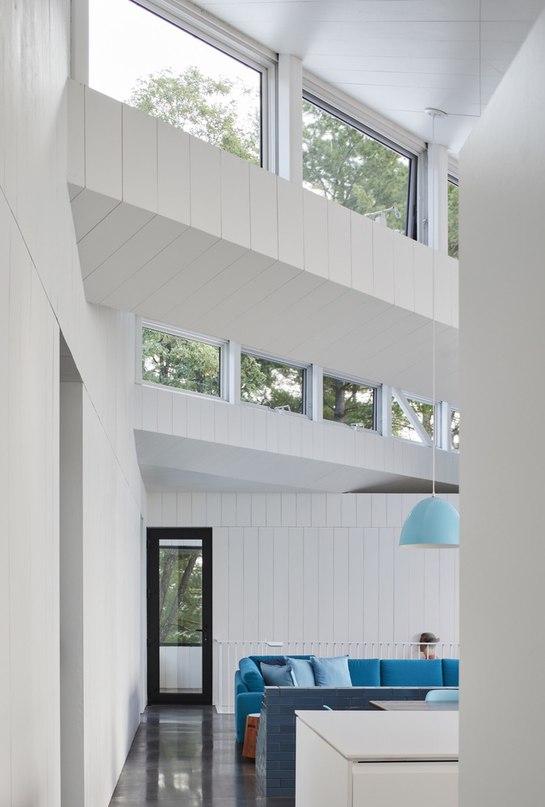 Sky House / Julia Jamrozik and Coryn Kempster
