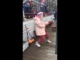 Бабуля отжигает под Eurythmics - Sweet dreams