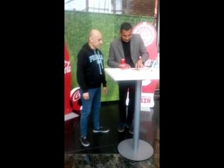 Video con el futbolista gilberto do silva en moscu