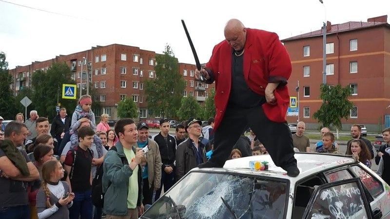 Стас Барецкий УСТРОИЛ ПОГРОМ в центре города Полиция не вмешивается