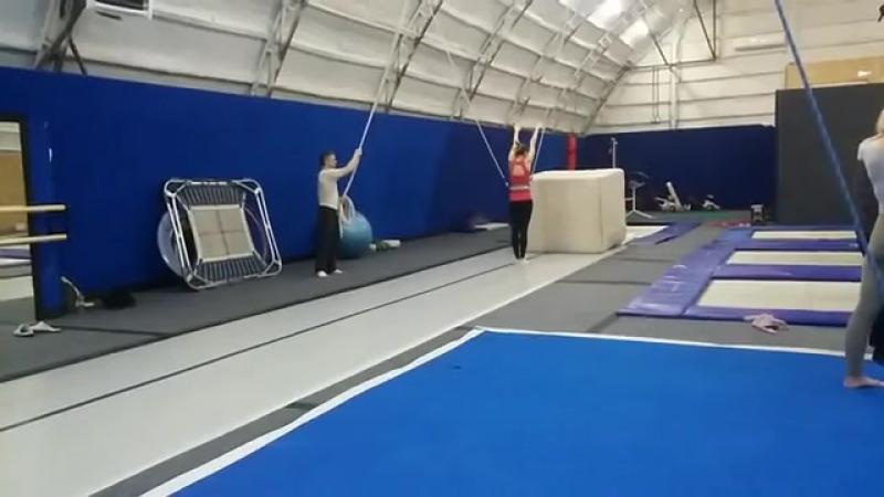 Оля.7 фляковтренировкистренером coach_khrapov прыжкинабатуте tambling trampoline balans hаndtohаnd спичак equilibration