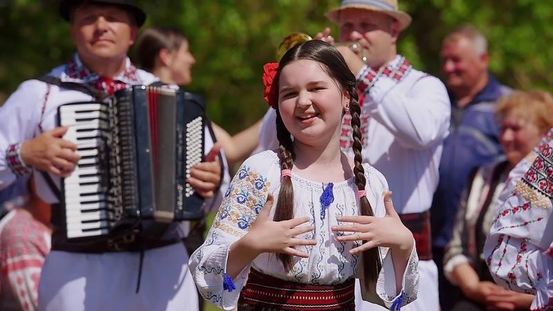 Andreea Cuciuc si Orchestra Lautarii - Moldoveanca-s cu mult foc (Official Video) Nou 2018