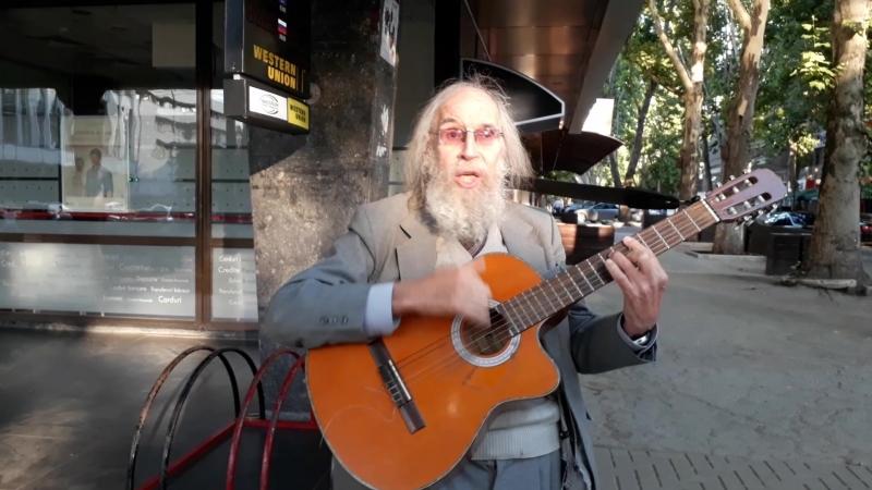 Игорь Сазонов поёт песню Ехал я из Берлина.