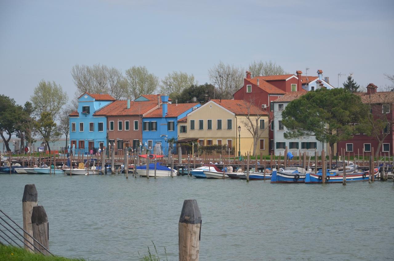 2tCSTsSc6rc Бурано остров в Италии (Венеция).