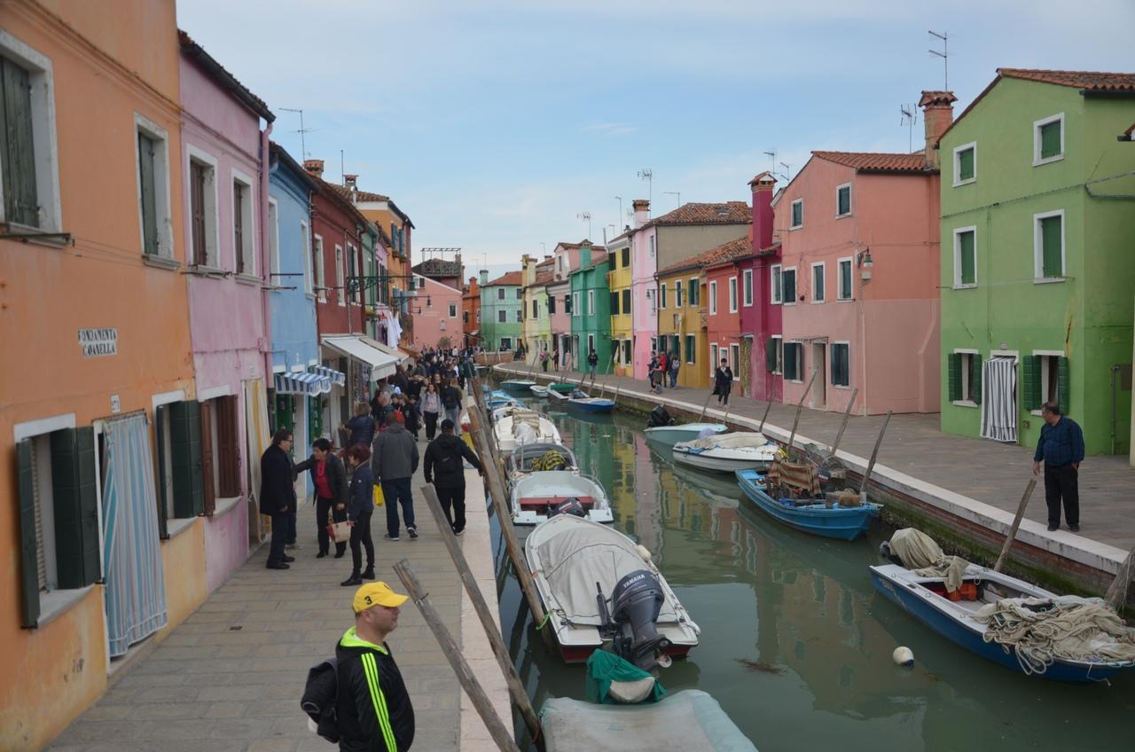 QIUalAqtqi4 Бурано остров в Италии (Венеция).