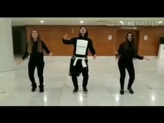 Ramil Qasanov Qiz Telebeleriiyle Möhteşem Lezginka Rəksi 2018.mp4