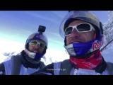 Два французских экстремала спрыгнули с вершины горы и влетели в самолёт на ходу ...